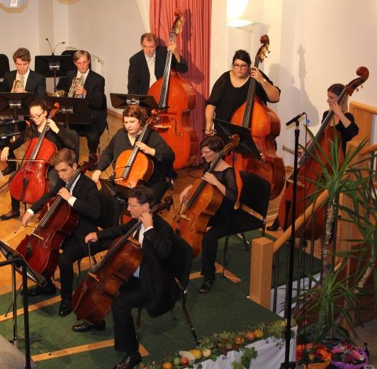 Die Cello- und Bassgruppe des Orchesters